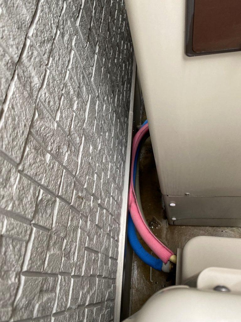 エコキュート配管漏水修理前