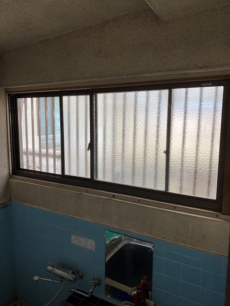 リフォーム前浴室窓写真