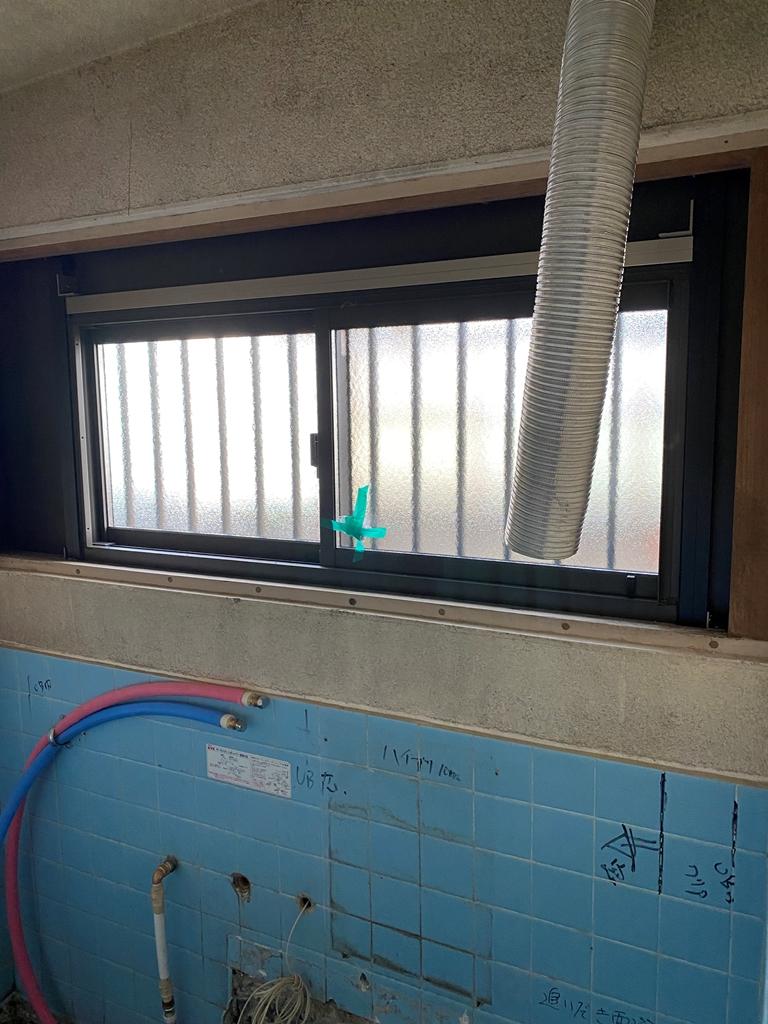 浴室窓やり替え状況