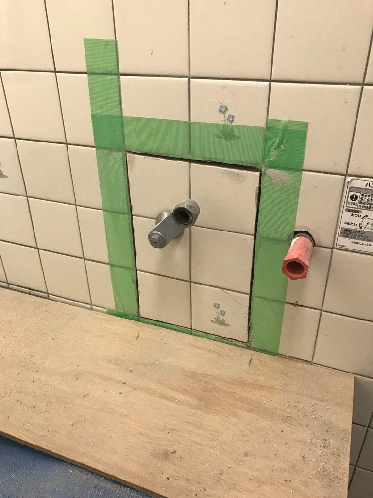 浴室壁タイル切断後