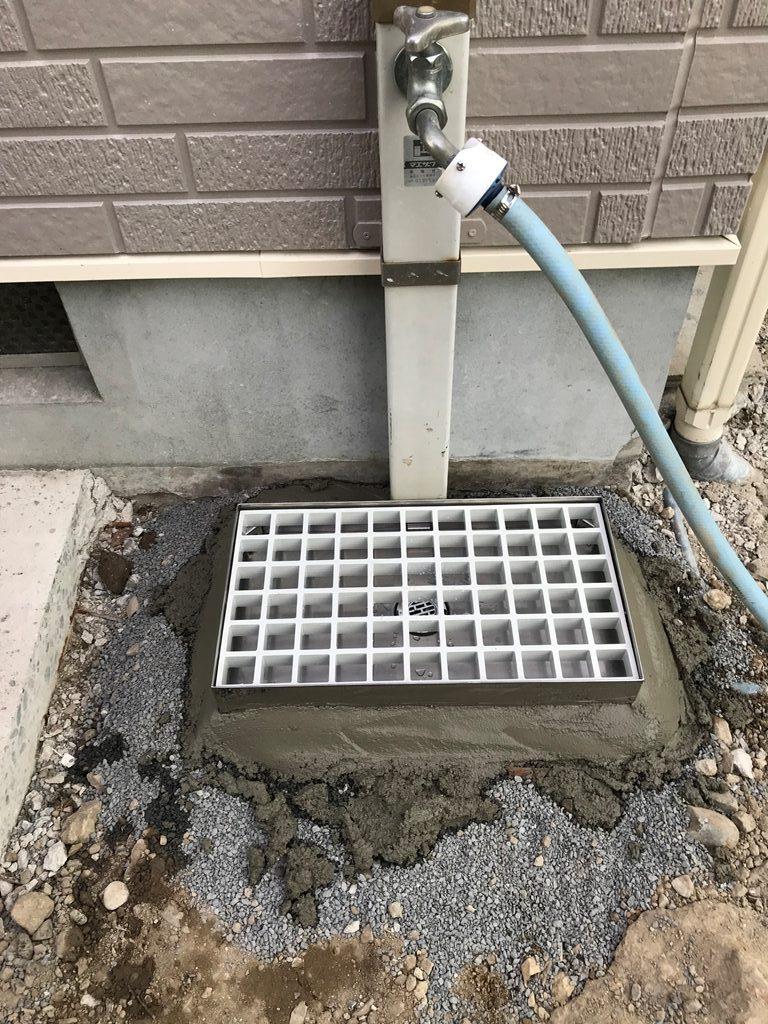 屋外水栓柱パンやり替え状況写真