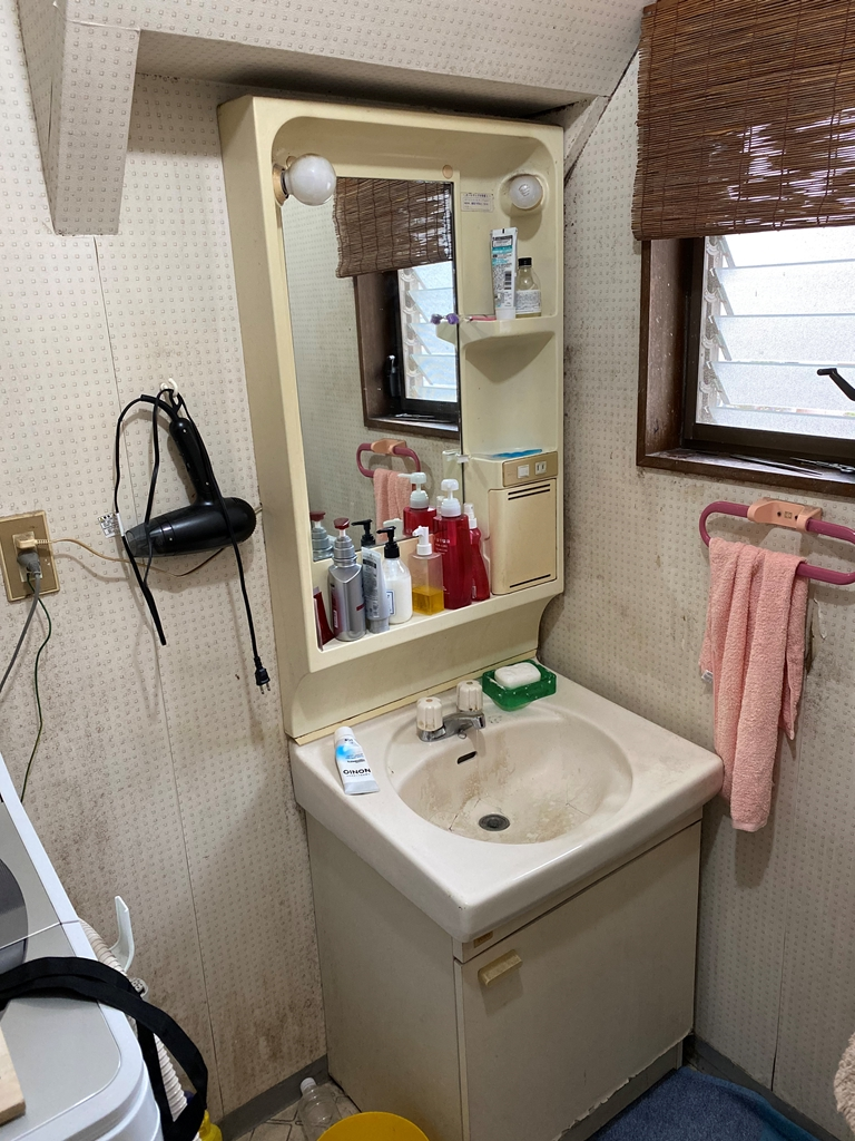 洗面化粧台取替え前写真