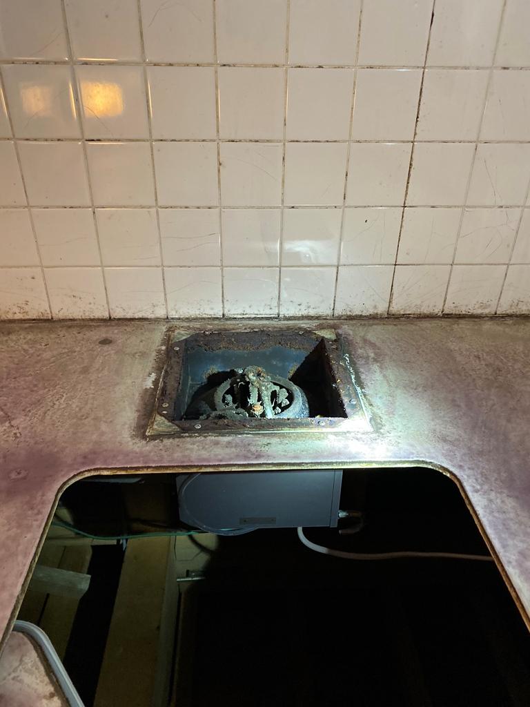 浴室換気扇取替え工事前