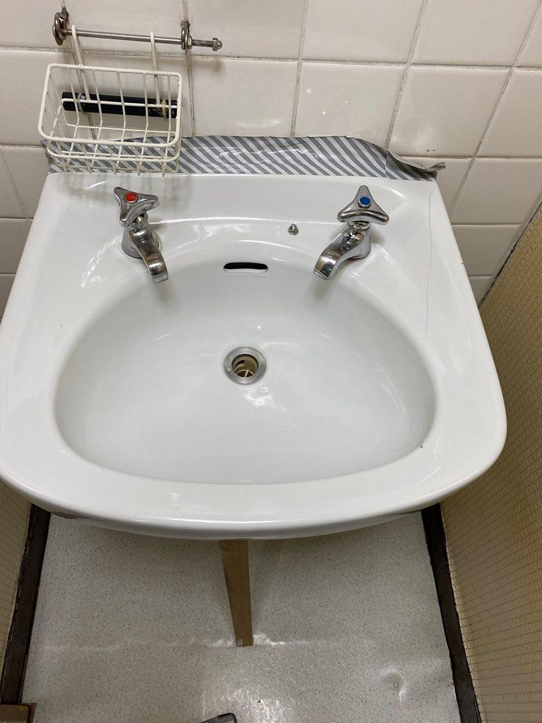 洗面器取替え工事前写真